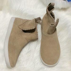 Kookaburra by UGG Tan Suede Boots new